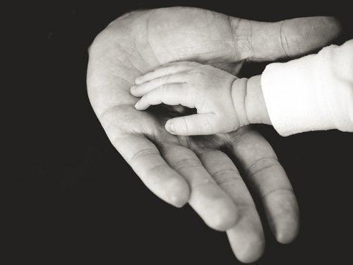contatto fisico con bebè