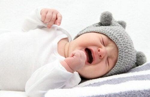 bambino che piange per le coliche