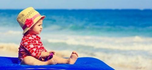 bambina a spiaggia