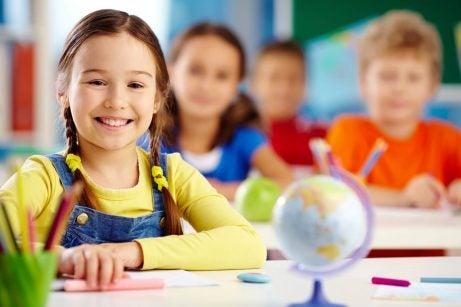 Figlio bilingue: bimba a scuola.