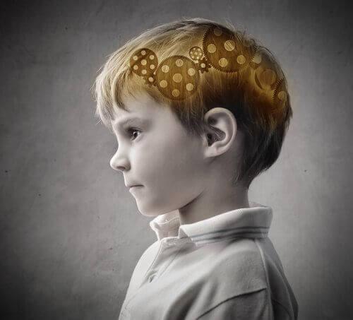 Educazione dei figli: ingranaggi del cervello di un bambino.