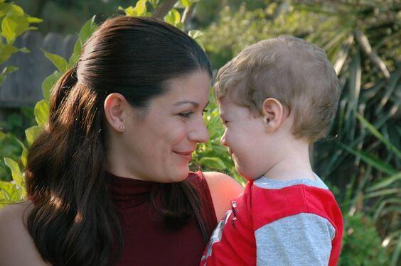 Mamma e figlio: la voce materna influisce sul bambino.