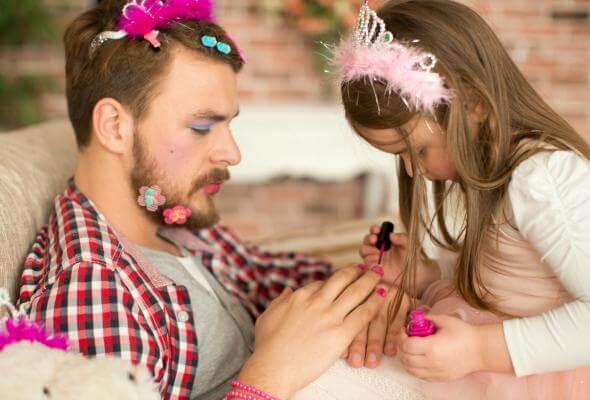 Un papà sa dimostrare il suo affetto alla figlia