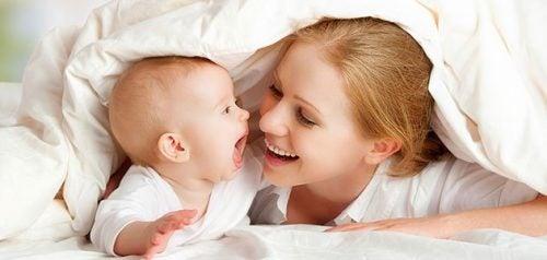 9 giochi per stimolare lo sviluppo sensoriale del bebè