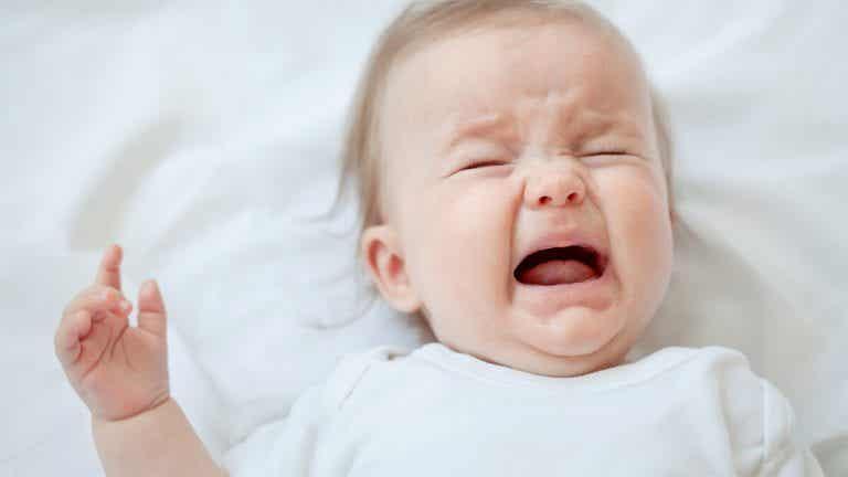 Mai ignorare il bambino quando piange. Scoprite che cos'ha!