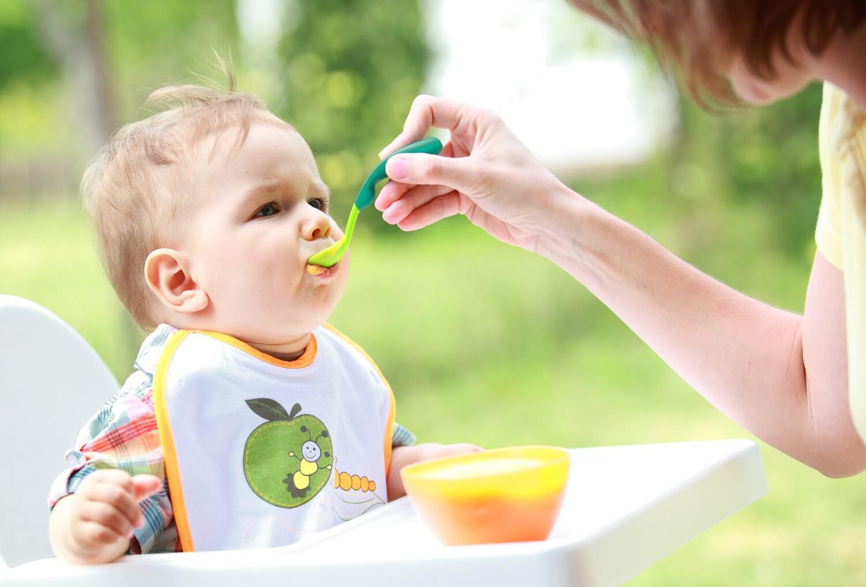alimentazione complementare somministrata col cucchiaino