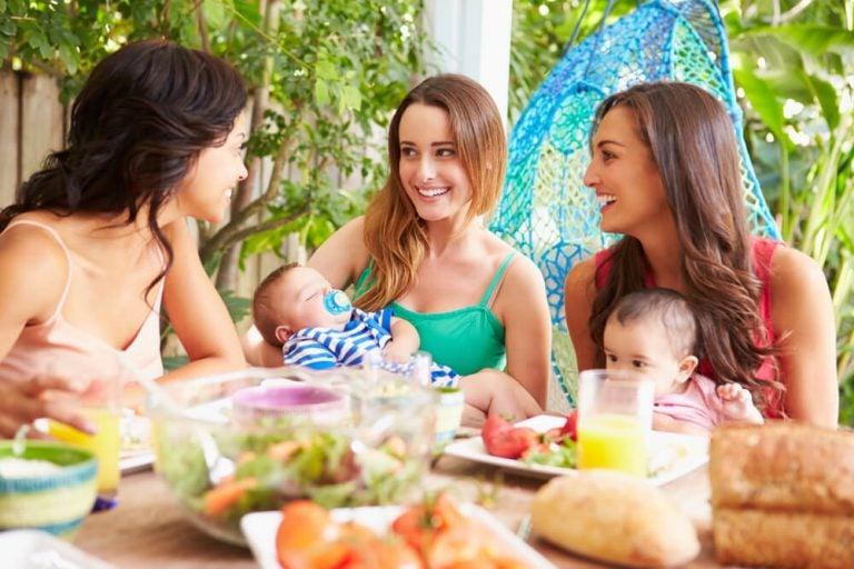 No, la maternità non vi toglie agli amici