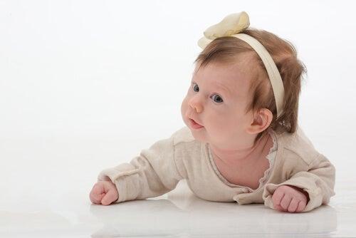 L'uso delle fasce per capelli può far male a mia figlia?