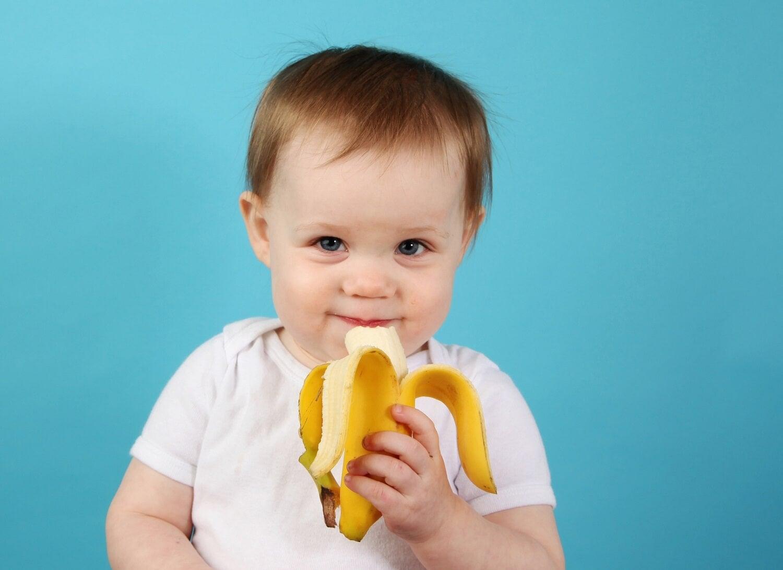 Quando si inizia l'alimentazione complementare, bisogna dare al bebè un alimento alla volta