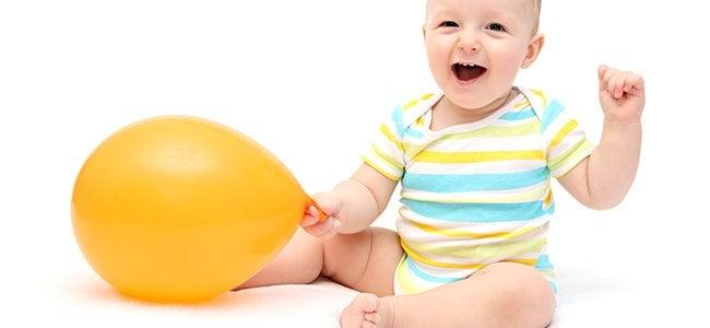 Quando si stimola il bambino a stare seduto, prima dei 5 mesi è consigliabile usare un sostegno.