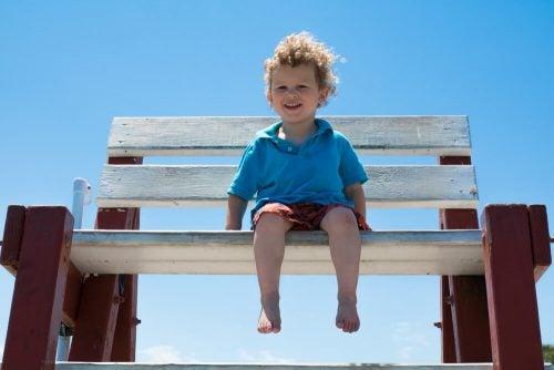 Camminare scalzi: i 7 benefici che porta ai bebè