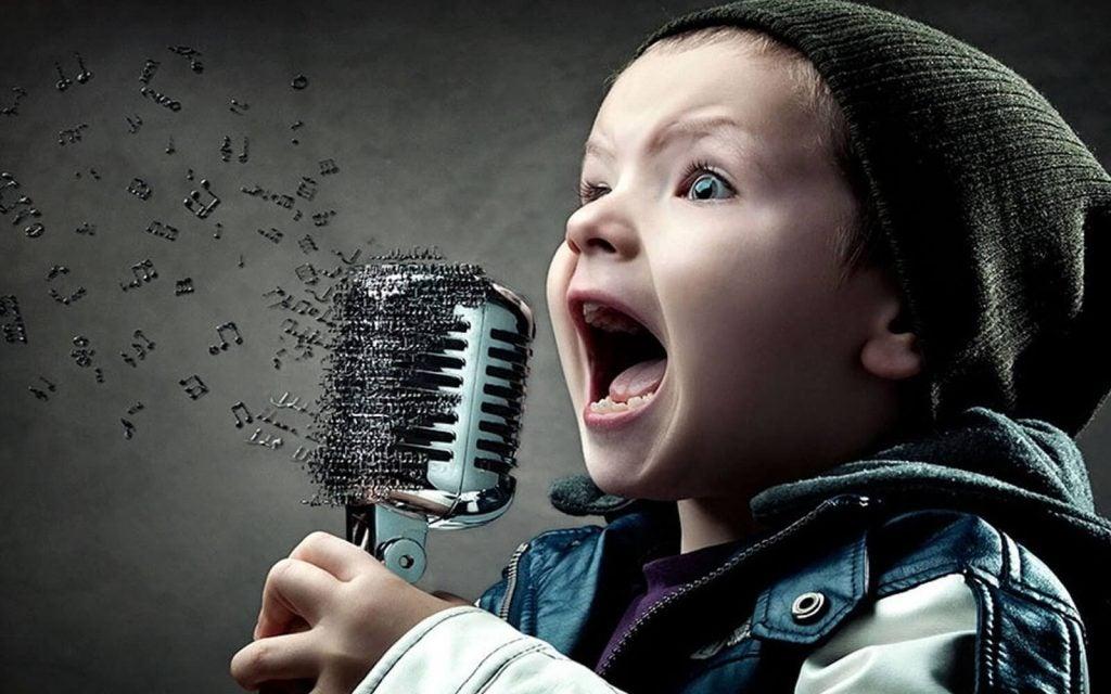 Quando vostro figlio canta, il suo cervello si attiva in modo particolare