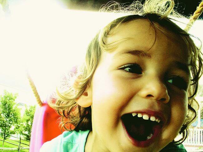 Bimbo felice: il carattere dei bambini