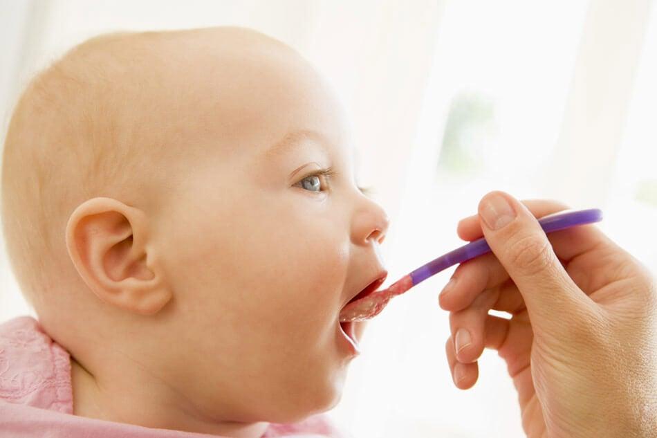 dare cibi solidi nella dieta dei bebè