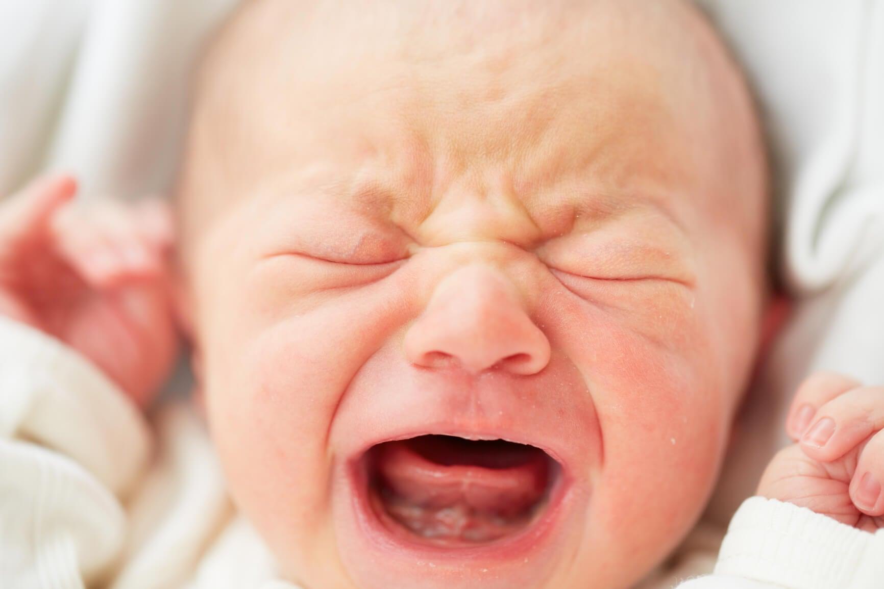Il pianto del bambino è una forma di comunicazione. Non ignoratelo.