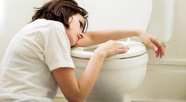 Donna incinta che vomita