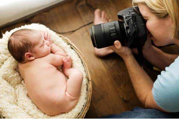 Foto col flash ai bebè: possono diventare ciechi?