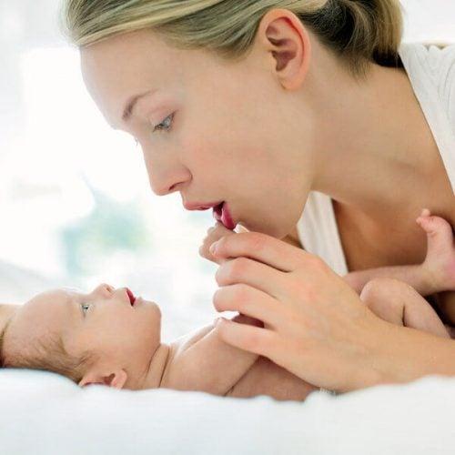 7 giochi da fare insieme al neonato