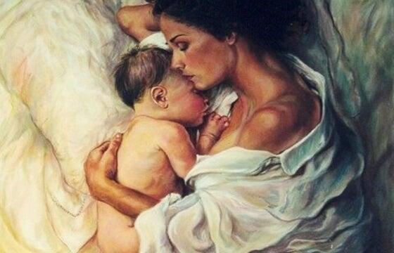 Mamma abbraccia il figlio tanto desiderato