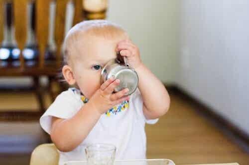 Il momento giusto per iniziare a dare acqua ai neonati