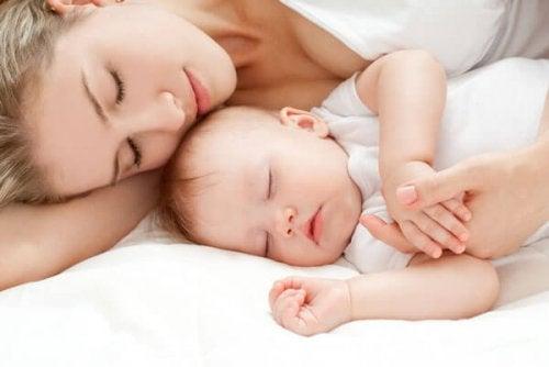 Tranquillizzare un neonato per farlo dormire