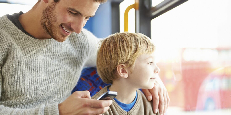 Dipendere dal cellulare significa ignorare i propri figli