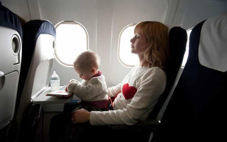 Viaggiare con un neonato: come prendervi cura del bebé quando siete in viaggio