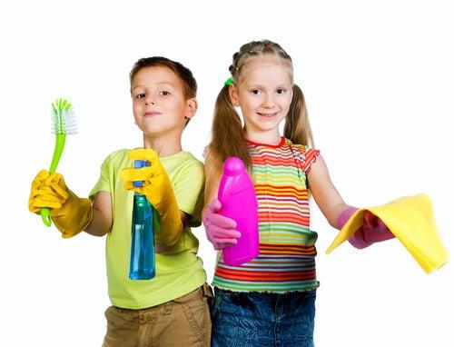 I figli aiutano a fare le pulizie