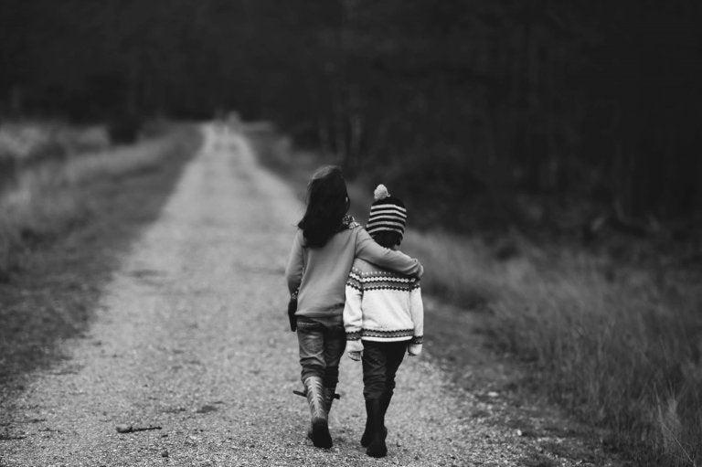 Crescere un bambino buono insegnandogli a essere compassionevole