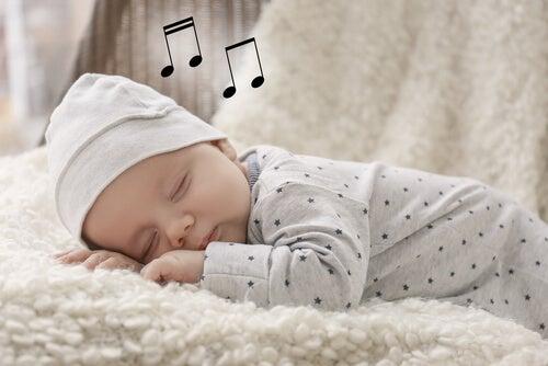 Le ninna nanne conciliano il sonno del bebè e favoriscono il suo sviluppo cognitivo