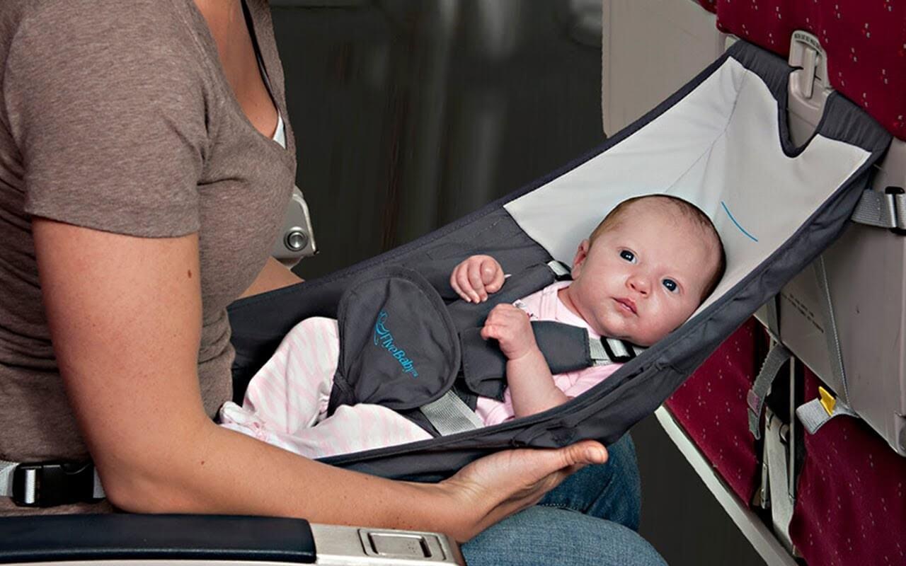 Per viaggiare con un neonato è importante prendersi cura della sua sicurezza