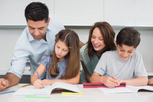 Aiutare i figli a fare i compiti