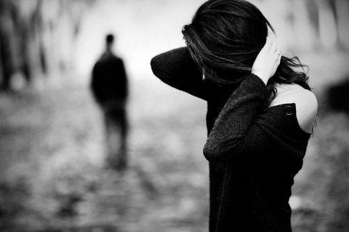 L'abbandono emotivo è doloroso a qualunque età