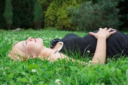 Dormire bene durante la gravidanza è difficile