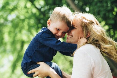 Carenze affettive nei bambini: 6 sintomi da riconoscere