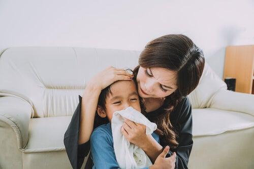 Tosse, muco e mal di gola sono tra i principali sintomi della mononucleosi