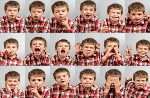 Bambino che mostra diverse emozioni