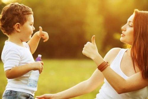 Le 8 migliori frasi per educare con amore