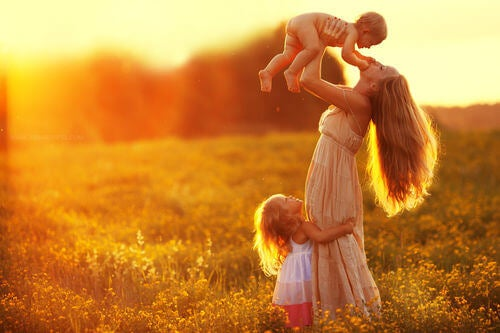 Educare con amore è indispensabile per crescere bene i figli