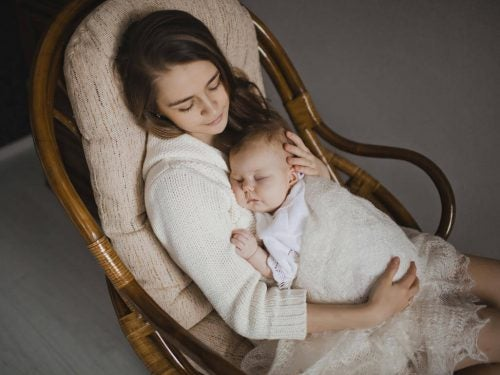 Cantare ai neonati offre fantastici benefici