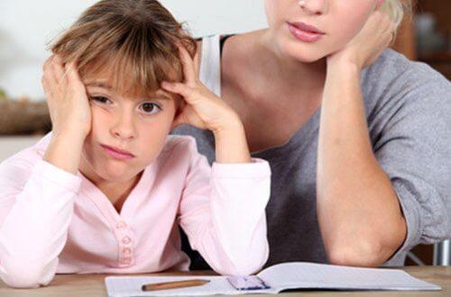 Essere una mamma fastidiosa aiuta i bambini ad avere successo