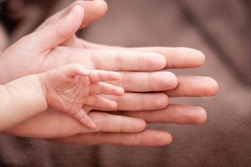 Il sesso del neonato non solo condiziona il parto, ma influisce anche sullo sviluppo di patologie future