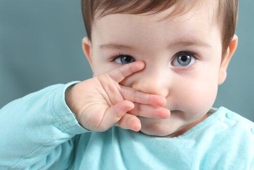 Bambino con naso chiuso
