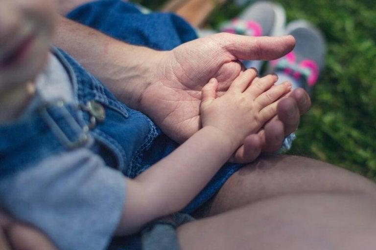 Per crescere un bambino buono è necessario trascorrere molto tempo con lui.