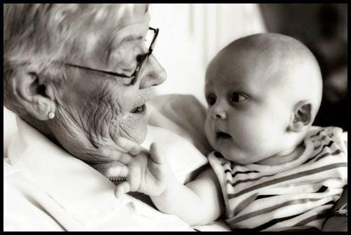 L'eredità genetica delle nonne: la teoria di Jodorowsky