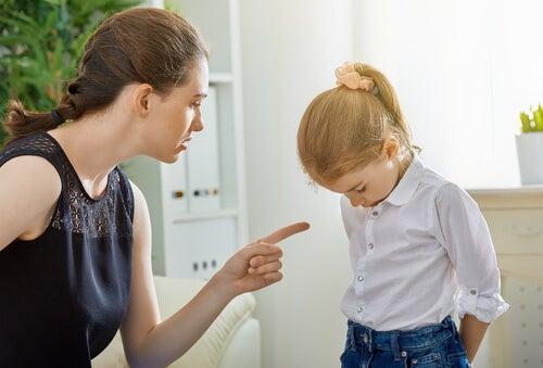 Crescere i bambini con punizioni e ricompense