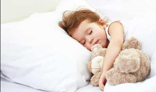 Quanto deve dormire un bambino in base alla sua età?