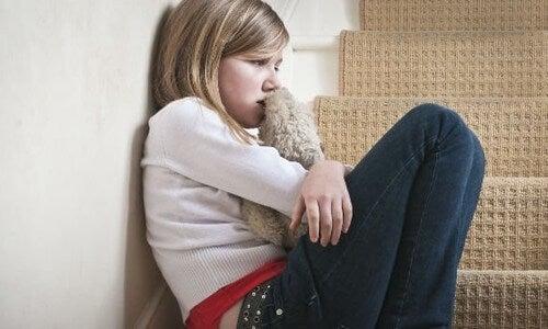 Il maltrattamento infantile danneggia pesantemente lo sviluppo psicologico del bambino