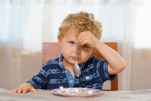 È importante capire quali sono le ragioni per le quali il bebè non vuole mangiare