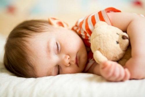 Quanto deve dormire un bambino? Nei primi anni, sono necessarie almeno 10 ore al giorno